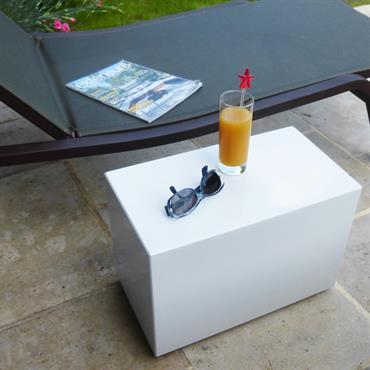 Cette tablette Image'in est fabriquée en fibre-ciment laqué Blanc Signal (RAL9003) avec vernis brillant. Sur votre terrasse ou dans votre ... Domozoom