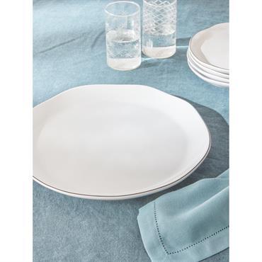 Les courbes irrégulières renforcent l'élégance du noir et du blanc. Un contraste parfaitement maitrisé pour une table chic et authentique. DétailsDiam. 30 cm env. Liseré noir. Supporte le micro-ondes et ...