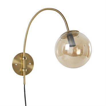Applique en métal doré mat et globe en verre ambré