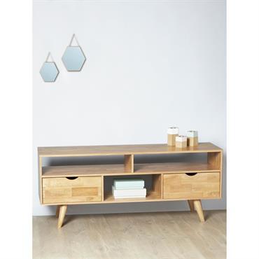 Le buffet en chêne s'inspire de la tendance scandinave incontournable dans nos intérieurs. Son design rétro et épuré fait de ce meuble bas une pièce déco 100% chic et actuelle. ...