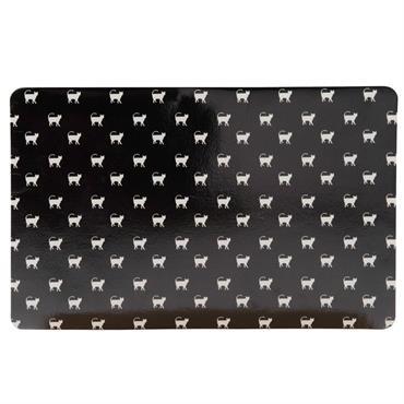 Avec son imprimé de petits chats, le tapis de gamelle pour chat noir imprimé blanc 43x32 marquera comme il se doit le coin repas de votre boule de poils ! ...