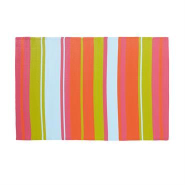 Le tapis d'extérieur motifs rayures GUARITITO ajoutera une belle note de fantaisie à votre terrasse. Comment ? Grâce à ses rayures de différentes tailles et de différentes couleurs. Vert anis, ...