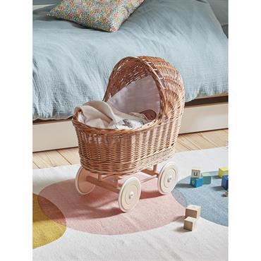 Authentique petit landau en osier pour coucher et promener son poupon partout dans la maison. Un jouet déco qui fait rêver les grands et les petits. DétailsL. 50 x l. ...