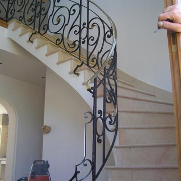 Voici quelques exemples de rampes d'escaliers réalisés dans notre atelier.  Domozoom