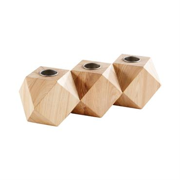 La tendance géométrique est à l'honneur avec le bougeoir photophore BARRIE . Conçu en frêne et métal noir, il peut accueillir trois bougies de votre choix. Sa forme hexagonale assurera ...