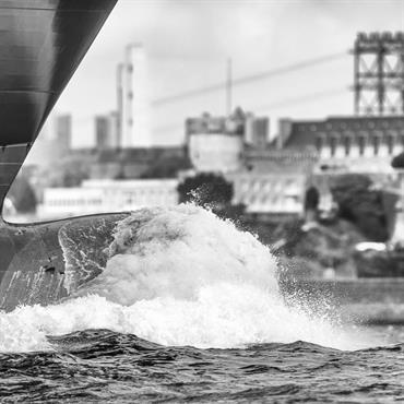 Photos d'art de bateaux Marine Marchande en rade de Brest en Bretagne  Domozoom