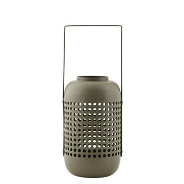 Lanterne House Doctor Design Vert kaki Métal Ø 15 cm x H 20 cm Cette lanterne en métal perforé donne naissance à un jeu de lumière poétique. La lumière filtrée ...