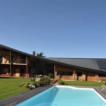 « Pourquoi les maisons en bois qui témoignent  d'une envie de changement ont-elles des formes si convenues ? » ... Domozoom