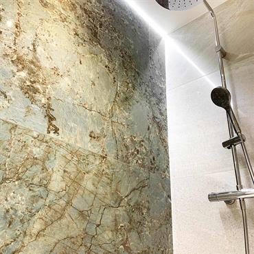 La transformation de cette salle de bain dans une maison ancienne au centre de Lyon (3e arrondissement) a nécessité une ... Domozoom
