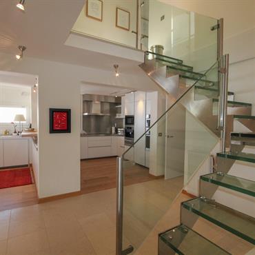 Rénovation complète d'un appartement duplex : la rénovation est luxueuse. Grands espaces avec pièces de vie spacieuses et 5 chambres ... Domozoom