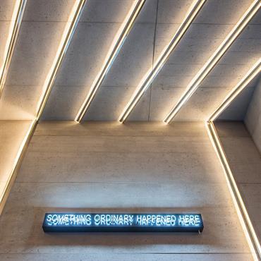 Habillage mural et plafond pour l'exposition AD Intérieurs 2015 au palais d'iéna.  Produit : Panbeton® Bois vertical Finition / Couleur : Brut ... Domozoom