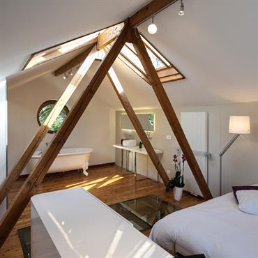 Dans anciennes combles ont été transformées en suite parentale. Cette suite se compose d'une chambre totalement ouverte sur la salle ... Domozoom