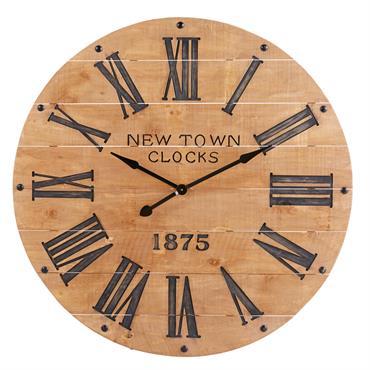 Horloge en pin sculpté