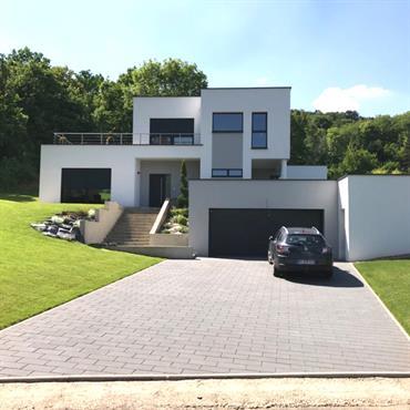 Création d'une villa ultra-contemporaine avec aménagement paysager extérieur  Domozoom