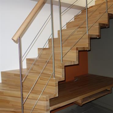 Espace bureau sous escalier