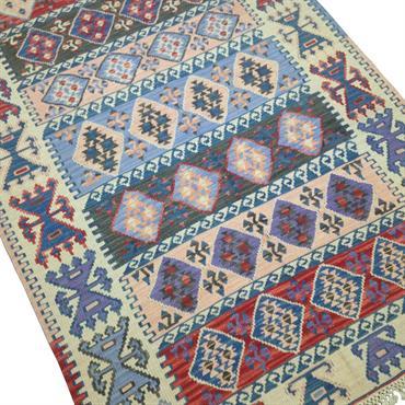 Tapis oriental, kilim vintage originaire de Turquie pour décoration bohème. Taille moyenne,  longueur de 2m20 à 2m50  Domozoom