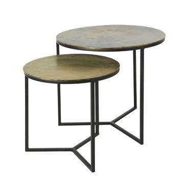 Jouez sur les hauteurs dans votre déco avec les 2 bouts de canapé en métal noir et doré LHASSA . Leurs lignes droites s'associent à des plateaux ronds pour un ...