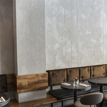 L'architecte a choisi d'habiller les murs de Panbeton® bois de coffrage, verticaux très brut et vieillis. Le joins creux à ... Domozoom
