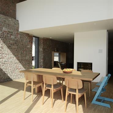 Choisir des meubles de sa salle à manger implique de toujours commencer par la table et les chaises ! Simple ... Domozoom