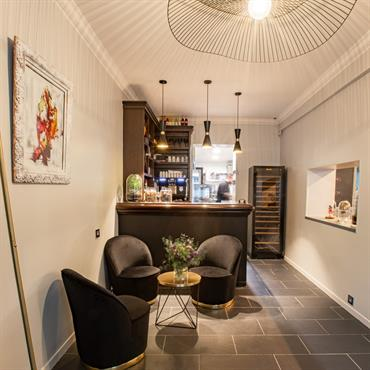 Nouvelle vie, nouveau design, nouvelle ambiance chic et cosy, capable de sublimer les plats servis dans ce restaurant.