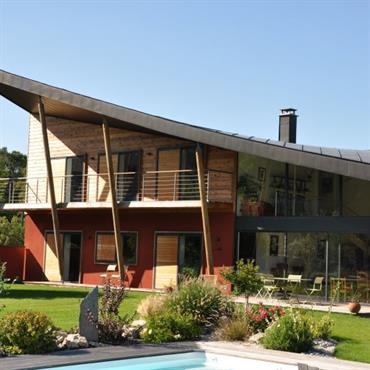 Débarrassées de leur lourdeur, les maisons nouvelle génération se distinguent par leurs façades contemporaines qui reflètent une volonté accrue d'intégration ... Domozoom