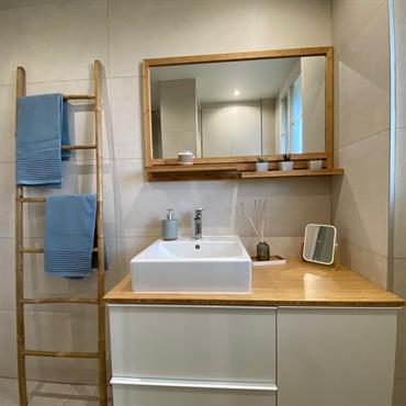 L'entrée, la cuisine, le salon ou encore la salle de douches, nous avons tout repensé en mixant les styles déco. ... Domozoom