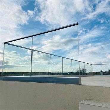 Balustrade en verre sur rail