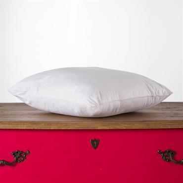Le coussin NOUMEA est disponible en 40 x 40 cm, 30 x 40 cm et 30 x 50 cm.