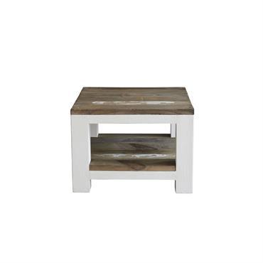 En bois de pin recyclé, vous pourrez déposer vos objets en toute discrétion dans cette table de chevetà la patine blanche, pratique grâce à son étagère. Caractéristiques : Matière :pin ...