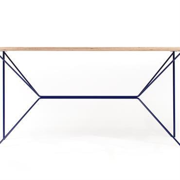 La table design ButterPly est une table composée d'un plateau en multiplis de bouleau et d'un piétement en acier laqué. Disponible sur mesure et à personnaliser en 3D parmi un ...
