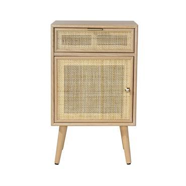 Apportez une touche de douceur dans la décoration de votre chambre à coucher avec cette table à chevet en rotin naturel ! Grâce à son tiroir et à sa porte, ...