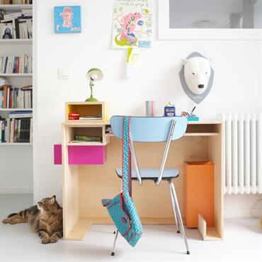 Un coin bureau bien aménagé et bien décoré dans une chambre d'enfant pour lui donner envie de faire ses devoirs ... Domozoom