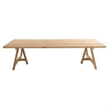 Entièrement fabriquée en teck, la grande table de jardin 12/14 personnes L300 LTECKA créera un esprit convivial en terrasse. Composée d'un plateau en lattes anciennes, cette table à manger laisse ...