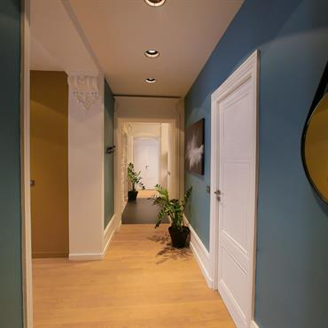 Ce bel appartement haussmannien nous saisit par le cachet des lieux, stylobates, moulures, beau volume et grande hauteur sous plafond. ... Domozoom