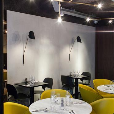 Habillage des murs du restaurant Little Apple, 27 rue Saintonge, Paris 3ème.  Produit : Panbeton® classique   Finition / Couleur : ... Domozoom