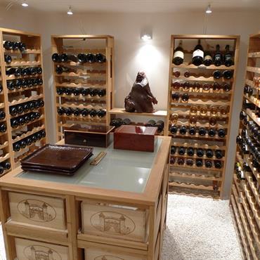 La cave de cette maison a été aussi pensée pour être un espace de stockage du vin, mais aussi un ... Domozoom