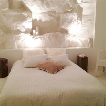 Le parti-pris du blanc s'est rapidement imposé pour cette chambre aveugle ...Une moquette épaisse, quelques touches de bois et un ... Domozoom