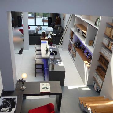 Concrete LCDA a réalisé un bar et son jambage en Beton Lege® dans le cadre de la rénovation d'un hôtel ... Domozoom