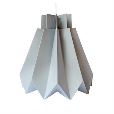 KIMI est un kit de papier pré-marqué pour faire un abat-jour simple et exquis, parfait pour un cadeau et pour ajouter une touche personnelle à n'importe quel espace. KIMI est ...