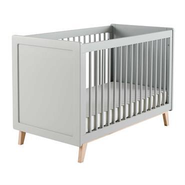 Dès ses premières nuits, ce lit à barreaux SWEET pourra accueillir confortablement bébé dans sa chambre. Pour faciliter le couchage, ce lit bébé est doté d'un sommier réglable en hauteur ...