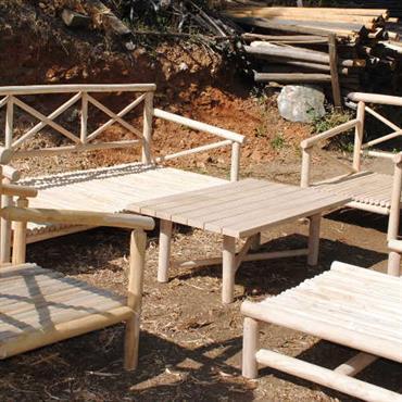 NOOn, est une collection de meubles de jardin composée d'une table basse, d'un sofa, d'un fauteuil, d'un tabouret qui transforme ... Domozoom