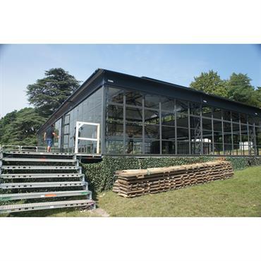 Le double toit offre un espace intérieur spacieux et lumineux.    L'ORANGERAIE : un savoir faire qui charmera vos convives ... Domozoom