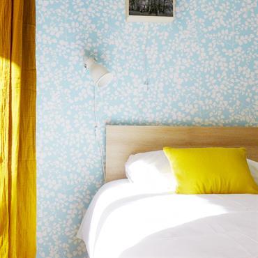 Cet appartement lyonnais est intégralement rénové pour accueillir touristes et hommes d'affaires. Si l'agencement global a été conservé pour son ... Domozoom