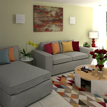 Le salon avec ses couleurs chaudes et son tapis graphique