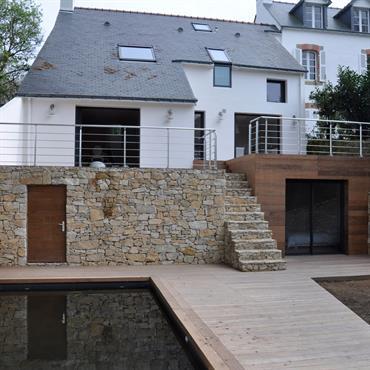 La maison datait des années 70, une maison typique de ces années-là. Le lieu n'avait pas bougé depuis sa construction ... Domozoom