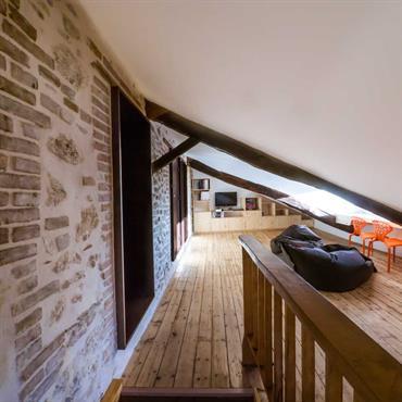 Les propriétaires souhaitaient profiter de travaux de réfection de toiture pour réaménager et isoler thermiquement le dernier étage de leur ... Domozoom