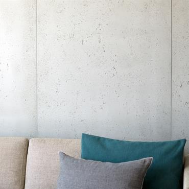 Appartement Villefranche-sur-Mer (06). Habillage des murs du salon.     Produit : Panbeton® classique Finition / Couleur : sans motif brut ... Domozoom