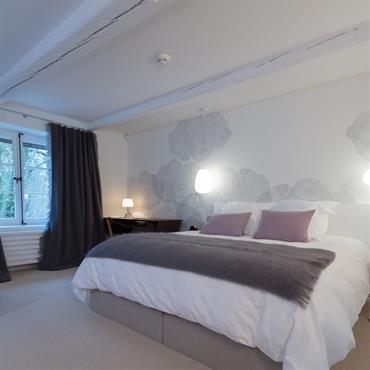 Une chambre blanche pour des nuits clair, une cigogne pour l'Alsace, des nuages pour rêver