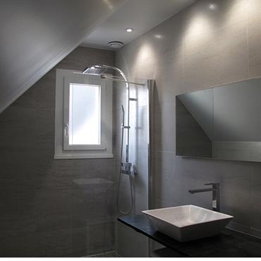 Transformation d'une salle de bain avec douche à l'italienne  Domozoom
