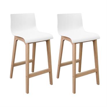 Ce lot de 2 tabourets de bar à l'assise moderne et aux pieds design nordique en chêne naturel s'harmonisera aisément avec votre espace.Parfait pour manger dans votre cuisine, sur un ...